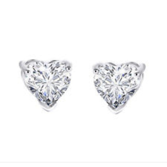 MY DIAMOND HEART STUDS ❤️ 2772bed0863a